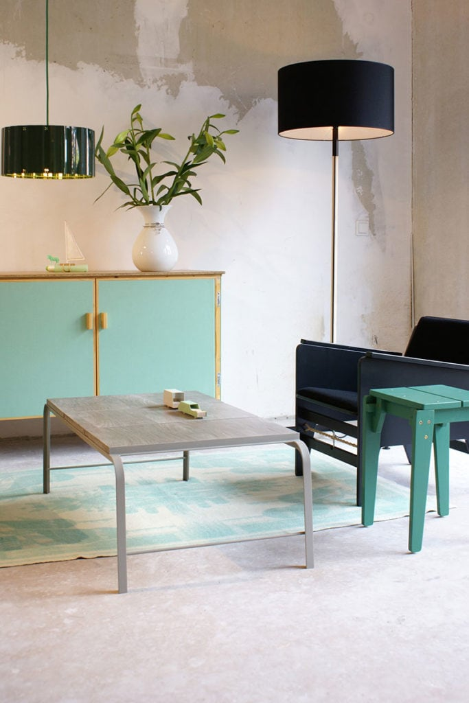 vij5 tabloid tables coffeetable setting 02 image by floris hovers