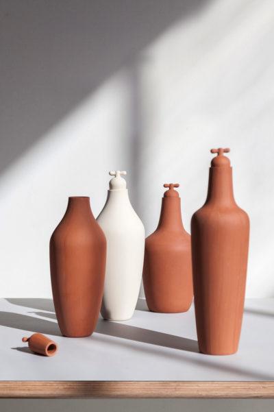 tap water carafe stoneware terracotta staand e1597847839495