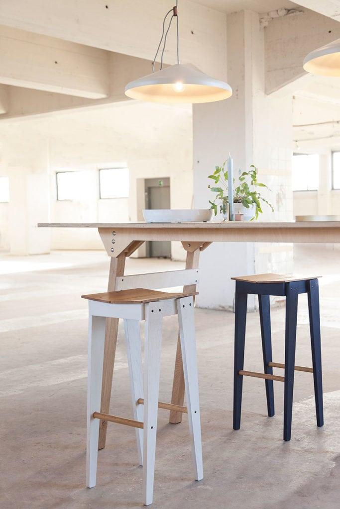 vij5 tilt bar stool by floris hovers @ object rotterdam 2019 image by vij5 img 1835 wordpress