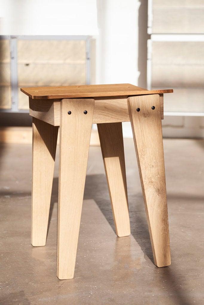 vij5 tilt bar stool door floris hovers laag model 2 preview