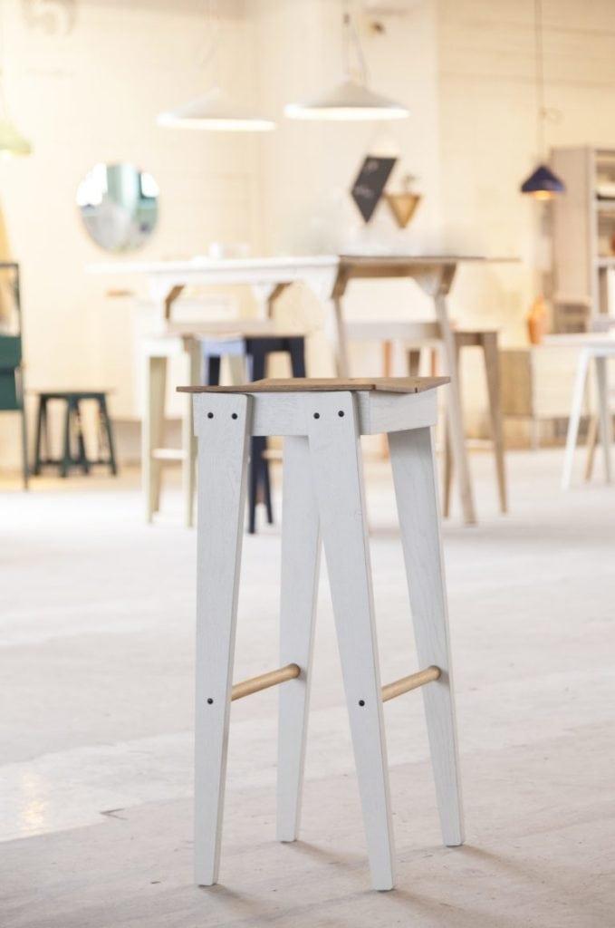 vij5 tilt bar stool by floris hovers @ object rotterdam 2019 image by vij5 img 1925 press 768x1158 1