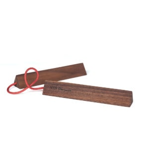 vij5 chaku door kellerfreyschmidt noten met rood koord 2020 image by vij5 img 7967